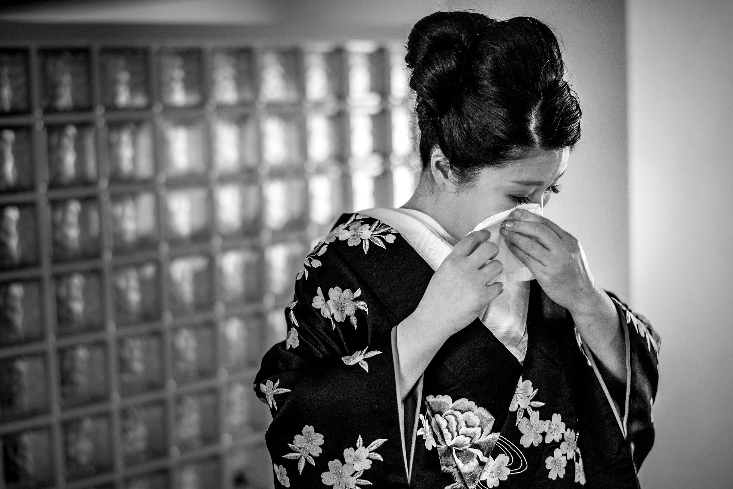 an emotional moment for a Japanese bride by Japan Destination Wedding Photographer Sean LeBlanc