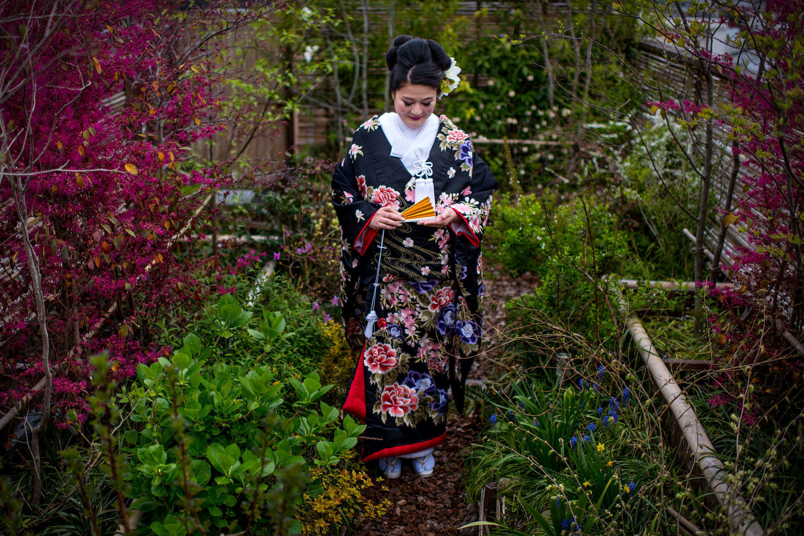 Japanese bride in kimono in garden by Japan Destination Wedding Photographer Sean LeBlanc