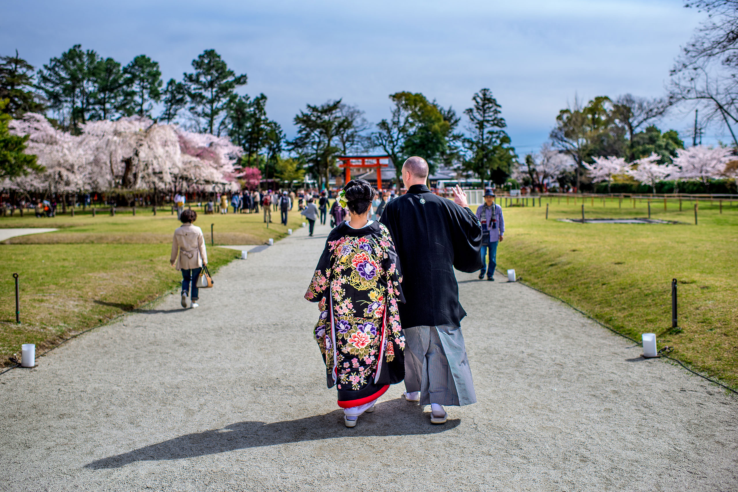 a japanese bride and groom walking in a garden by Japan Destination Wedding Photographer Sean LeBlanc